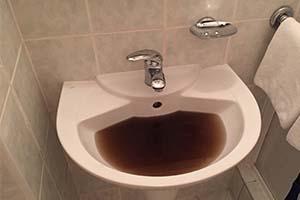 Sånn så vannet ut på hotellet i Plzen, før det hadde fått renne i 25 minutter.