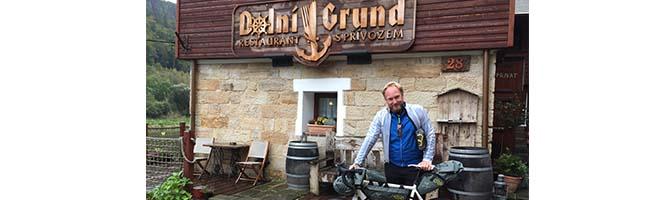 På en kald og våt dag viste restaurant Dolni Grund seg å være selveste paradis på jord, med fyr på peisen. (Foto: Tereza Andrlová)